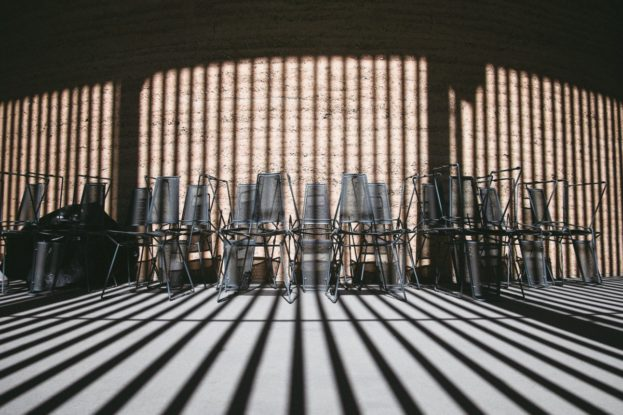 chairs_storage_pattern_shadows_light_furniture_room_interior-725504.jpg!d