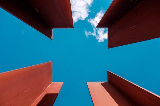 beams_architecture_steel_metal_sky_clouds_blue_sunlight-1071757.jpg!d